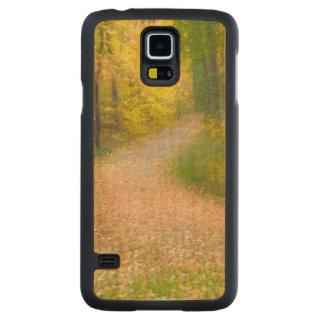 Funda Fina De Arce Para Galaxy S5 De Carved Árboles en colores del otoño y camino
