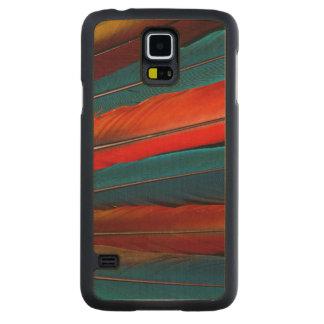 Funda Fina De Arce Para Galaxy S5 De Carved Plumas de cola del Macaw del escarlata