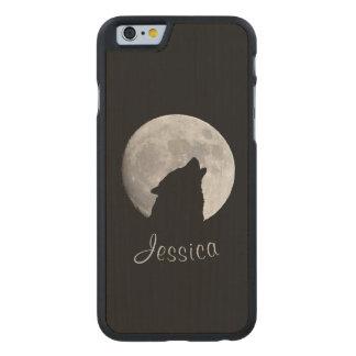 Funda Fina De Arce Para iPhone 6 De Carved Lobo que grita en la Luna Llena, su nombre