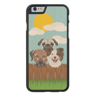 Funda Fina De Arce Para iPhone 6 De Carved Perros afortunados del ilustracion en una cerca de
