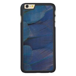 Funda Fina De Arce Para iPhone 6 Plus De Carved Diseño azul de la pluma del Macaw del jacinto