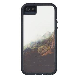Funda iPhone SE/5/5s Montañas brumosas, escena de relajación del