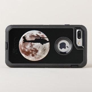 Funda OtterBox Defender Para iPhone 8 Plus/7 Plus Helicóptero de ataque militar contra la Luna Llena