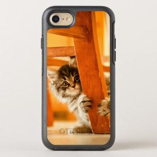 Funda OtterBox Symmetry Para iPhone 8/7 Gatito que lleva a cabo la pierna de la silla