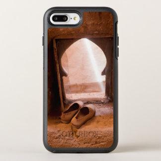 Funda OtterBox Symmetry Para iPhone 8 Plus/7 Plus Zapatos marroquíes en la ventana
