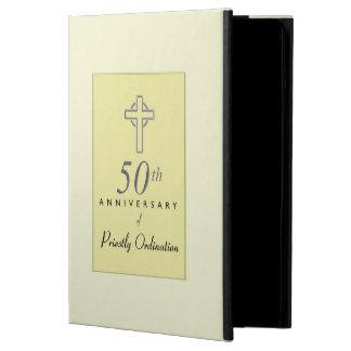Funda Para iPad Air 50.o Aniversario del sacerdote con la cruz grabado