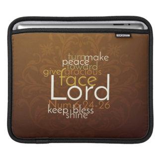 Funda Para iPad Bendición sacerdotal en el damasco de cobre de