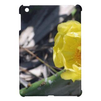 Funda Para iPad Mini abeja iridiscente en la flor de los nopales