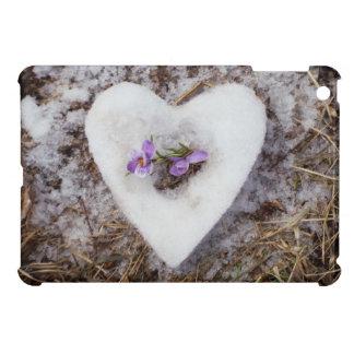 Funda Para iPad Mini Azafrán de la primavera en fotografía del corazón