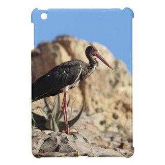 Funda Para iPad Mini Cigüeña negra (nigra del Ciconia) en una roca