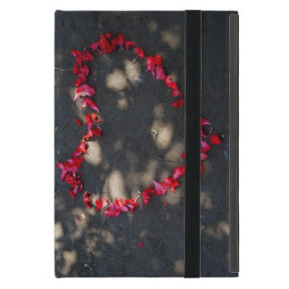 Funda Para iPad Mini corazón hecho por los rosas rojos naturales, fondo