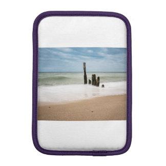 Funda Para iPad Mini Groynes en la orilla del mar Báltico
