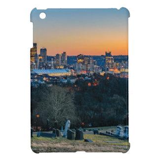 Funda Para iPad Mini Horizonte de Pittsburgh en la puesta del sol