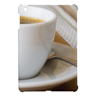 Funda Para iPad Mini Pequeña taza de café express en un platillo con el