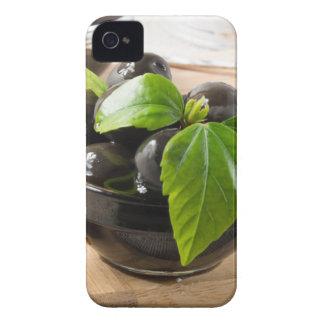 Funda Para iPhone 4 Aceitunas negras en una tabla y las tazas del