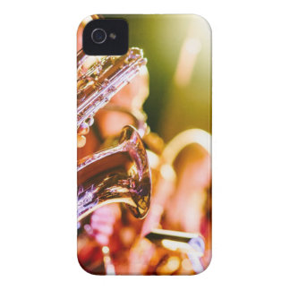 Funda Para iPhone 4 De Case-Mate Cuernos de los saxofones de los instrumentos
