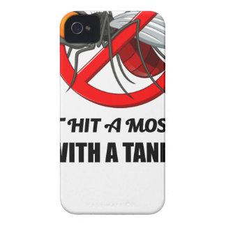 Funda Para iPhone 4 De Case-Mate el mosquito no lo golpea con un tanque