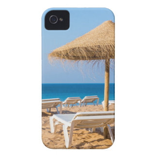 Funda Para iPhone 4 De Case-Mate Parasol de mimbre con la playa beds.JPG