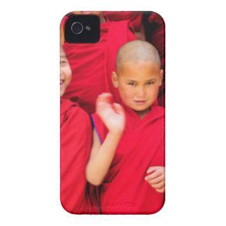 Funda Para iPhone 4 De Case-Mate Pequeños monjes en trajes rojos