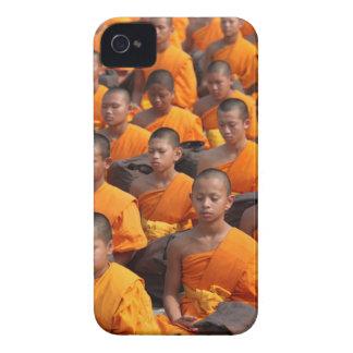 Funda Para iPhone 4 Grupo grande de monjes Meditating