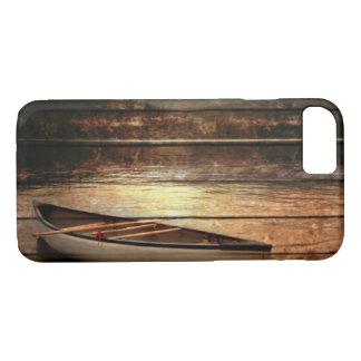 Funda Para iPhone 8/7 Canoa de madera primitiva de la casa del lago de