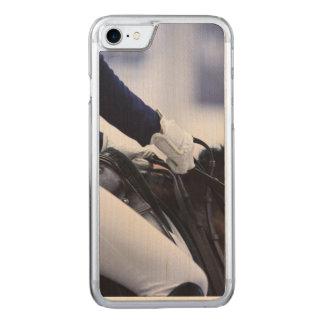 Funda Para iPhone 8/7 De Carved Jinete del Dressage, madera del arce