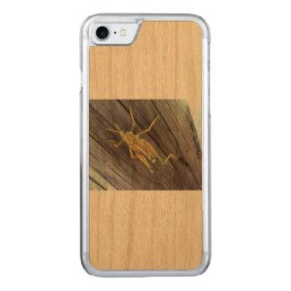 Funda Para iPhone 8/7 De Carved Saltamontes en la madera
