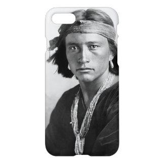 Funda Para iPhone 8/7 Muchacho de Navajo - foto histórica de Karl E.