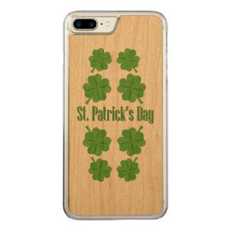 Funda Para iPhone 8 Plus/7 Plus De Carved El día de St Patrick con el trébol