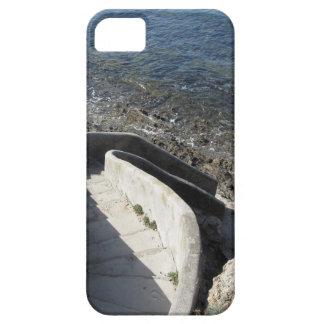 Funda Para iPhone SE/5/5s Escalera concreta abajo al mar. Escaleras