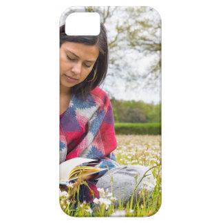 Funda Para iPhone SE/5/5s Escritura de la mujer en prado con las flores de