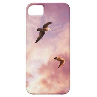 Funda Para iPhone SE/5/5s Gaviotas que vuelan en un cielo de la puesta del