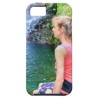 Funda Para iPhone SE/5/5s Mujer holandesa que se sienta en roca cerca de la
