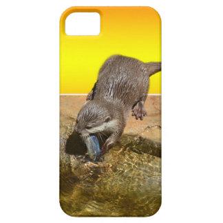 Funda Para iPhone SE/5/5s Nutria que come pescados sabrosos por su charca,