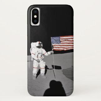 Funda Para iPhone X El astronauta hace una pausa la bandera de los