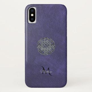 Funda Para iPhone X Monograma céltico de cuero púrpura silenciado del