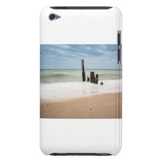 Funda Para iPod De Barely There Groynes en la orilla del mar Báltico