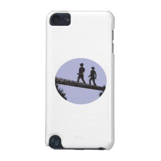 Funda Para iPod Touch 5 Caminantes que cruzan el solo grabar en madera del