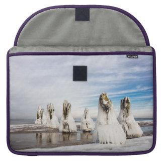 Funda Para MacBook Pro Groynes en la costa de mar Báltico