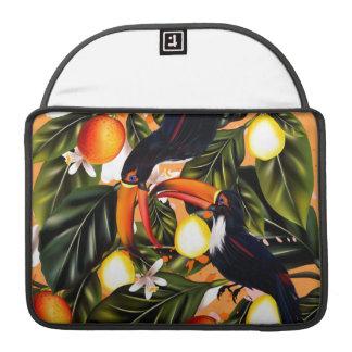 Funda Para MacBook Pro Paraíso tropical. Toucans y fruta cítrica