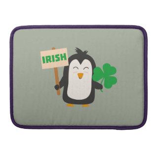 Funda Para MacBook Pro Pingüino irlandés con el trébol Zjib4