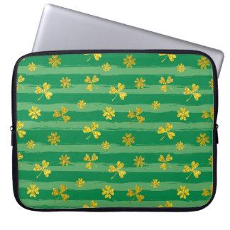 Funda Para Portátil El verde de oro del trébol de St Patrick raya el