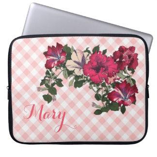 Funda Para Portátil Guinga y petunias rosadas femeninas