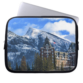 Funda Para Portátil Mt Rundle y hotel famoso, Banff, Alta, Canadá