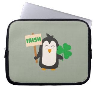 Funda Para Portátil Pingüino irlandés con el trébol Zjib4