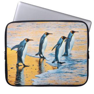 Funda Para Portátil Rey pingüinos en la salida del sol - caja del