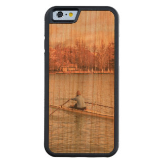 Funda Protectora De Cerezo Para iPhone 6 De Carved Rowing de la mujer en Del Retiro Park, Madrid,