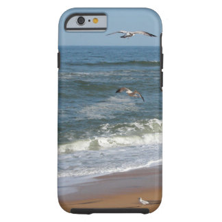 Funda Resistente Para iPhone 6 Gaviotas que se elevan sobre las ondas que ruedan