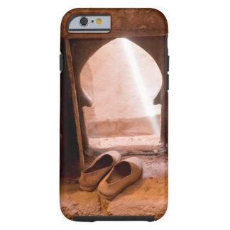 Funda Resistente Para iPhone 6 Zapatos marroquíes en la ventana