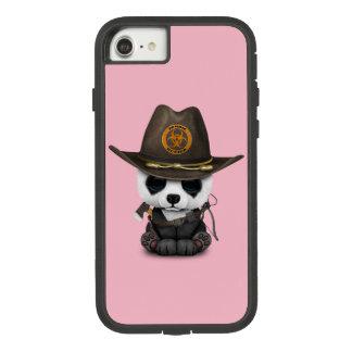 Funda Tough Extreme De Case-Mate Para iPhone 8/7 Cazador del zombi del oso de panda del bebé